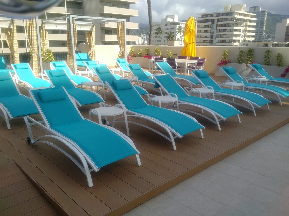 Holiday Inn Terrace, resysta Decking